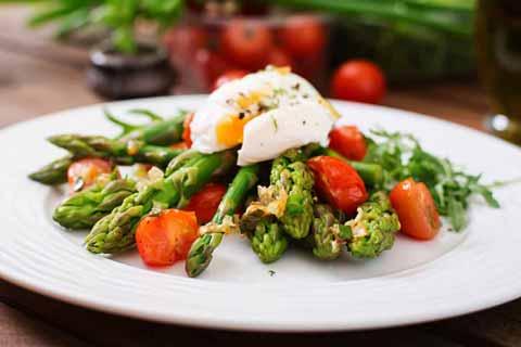 Ketojenik Kuşkonmaz Salatası